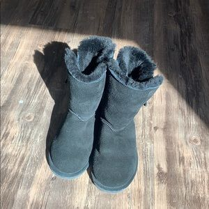 Bearpaw black suede boots